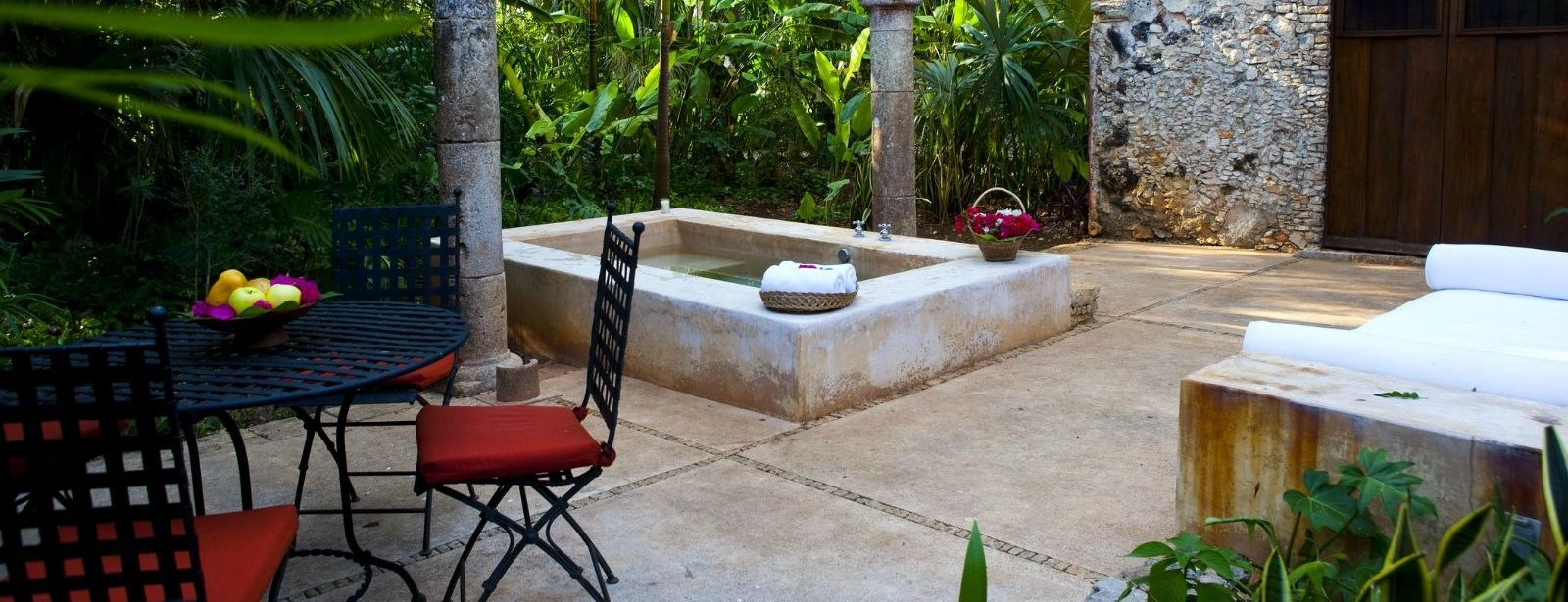 Hacienda Santa Rosa - Outdoor Plunge Pool Room